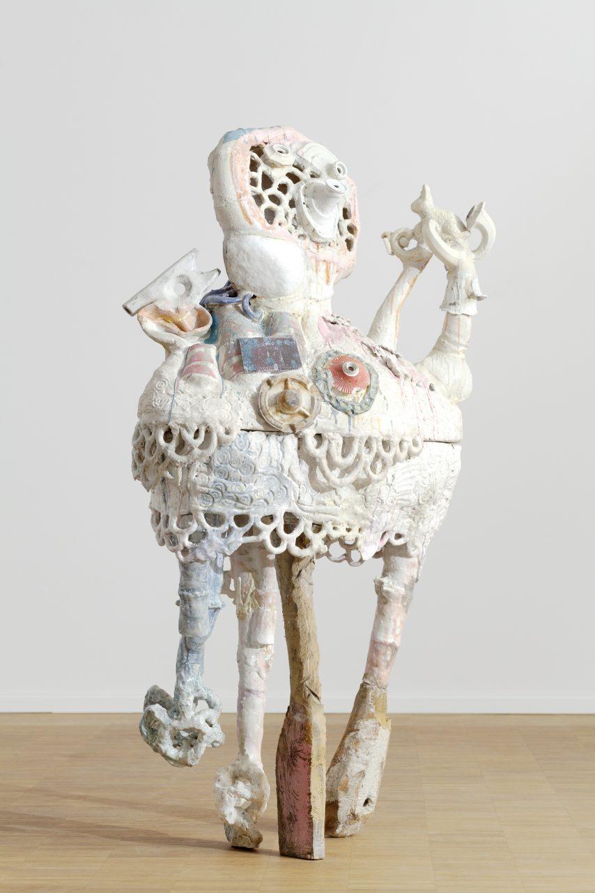 Kind mit Hase. 2014. Keramik, Holz, Wachs
